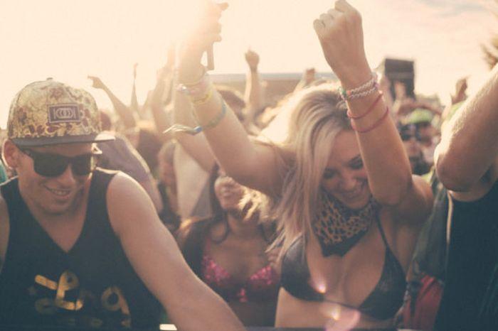 Rave Girls (48 pics)