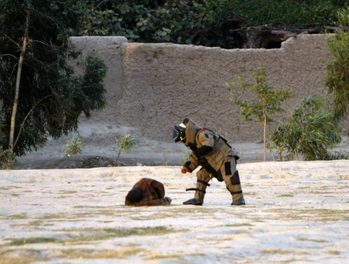 Real Life Hurt Locker (3 pics)