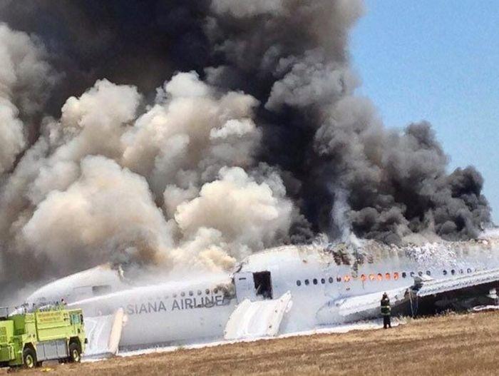 Plane Crash in San Francisco (23 pics)