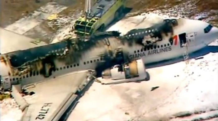 Plane Crash in San Francisco (23 pics)