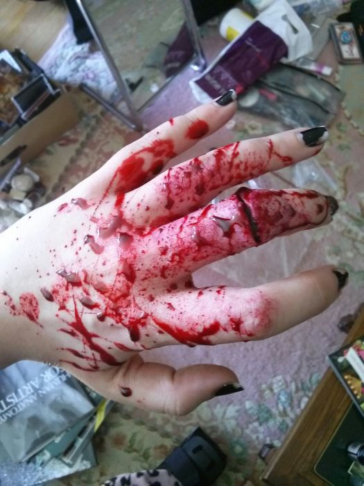 DIY Special Effects for a Horror Movie (9 pics)