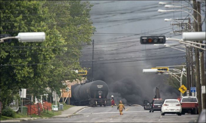 Oil Train Crash (10 pics)