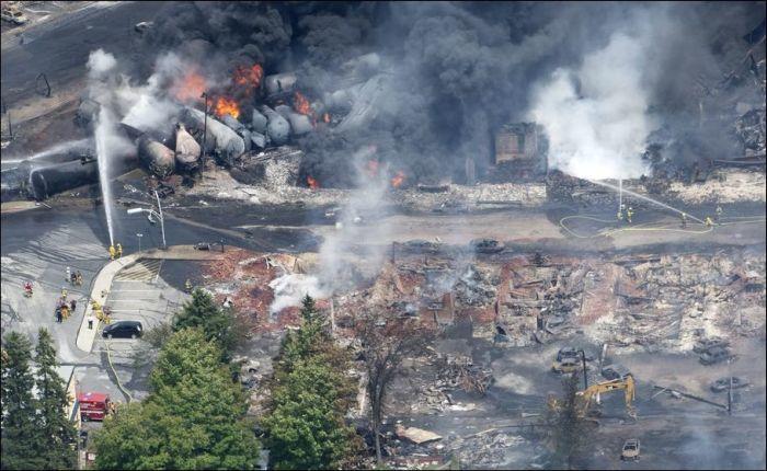 Oil Train Crash (10 pics)