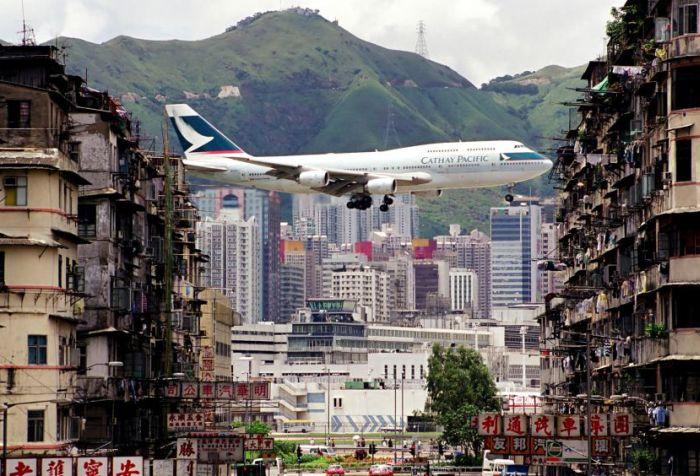 Kai Tak, World's Most Dangerous Airport in Hong Kong (13 pics)