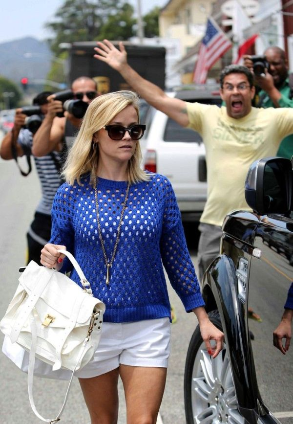 Reese Witherspoon vs a Paparazzi (7 pics)