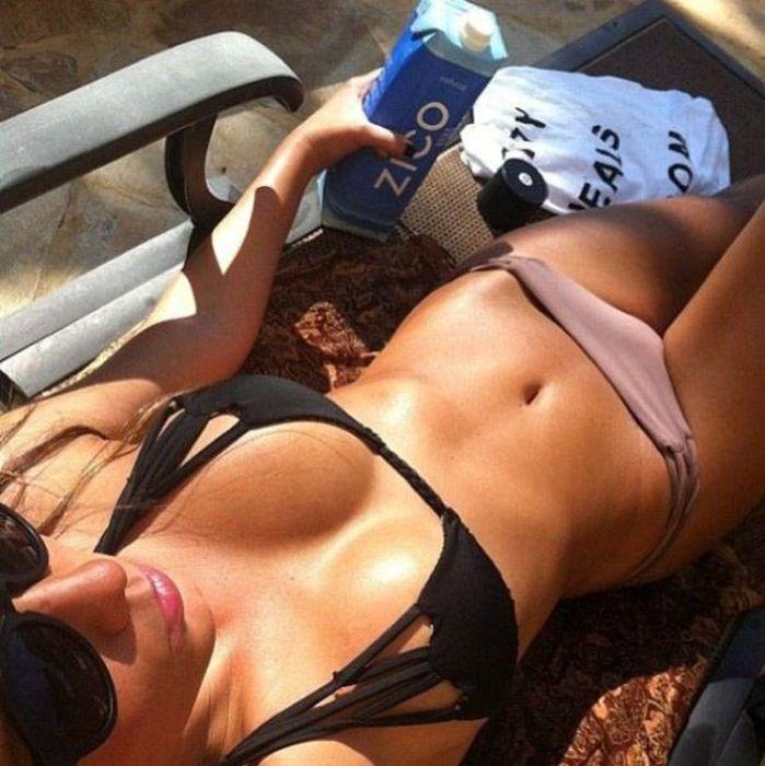 Bikini POV (61 pics)