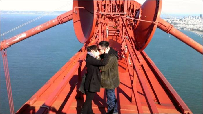 Proposal on the Top of the Golden Gate Bridge  (5 pics)