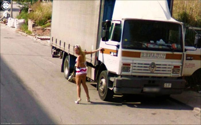Unusual Images on Google Street View (25 pics)