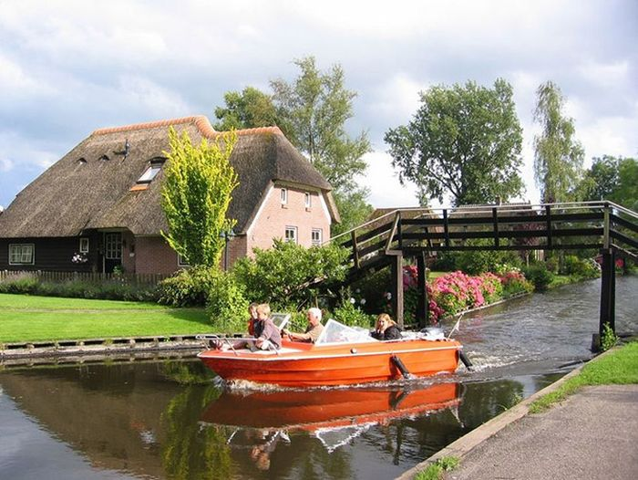 Giethoorn, a Village Without Roads (37 pics)
