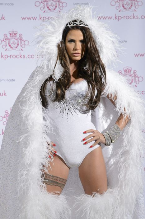 Katie Price. Dressed to Kill (40 pics)