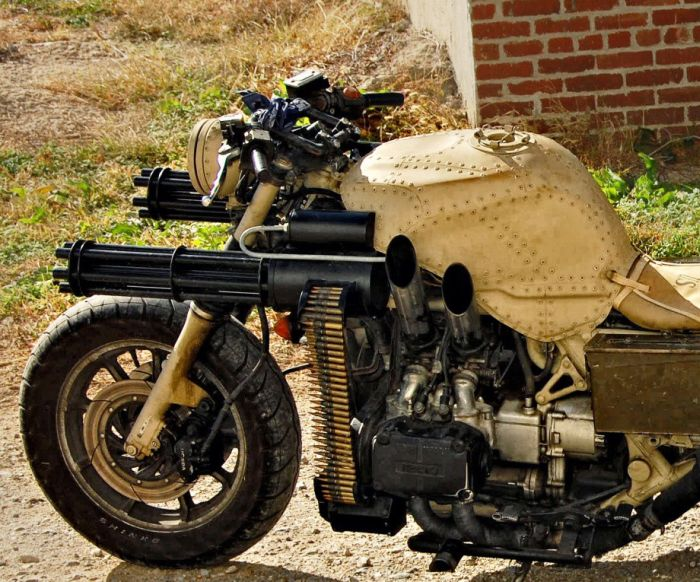 Motorcycle with Two Guns (12 pics)
