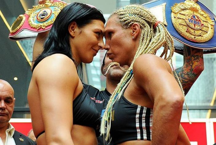 Women's Boxing Kiss (9 pics)