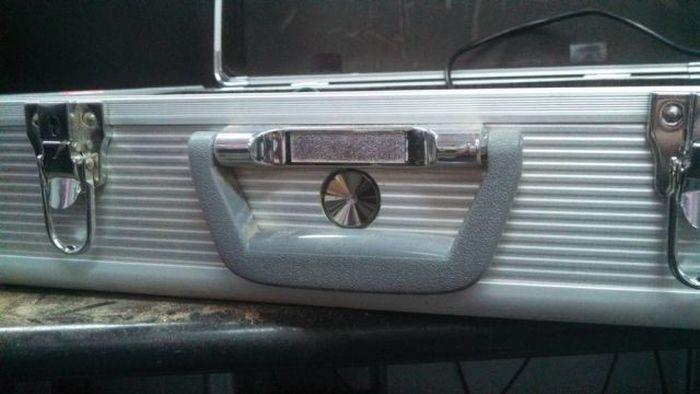 Custom-Made Xbox Briefcase (26 pics)