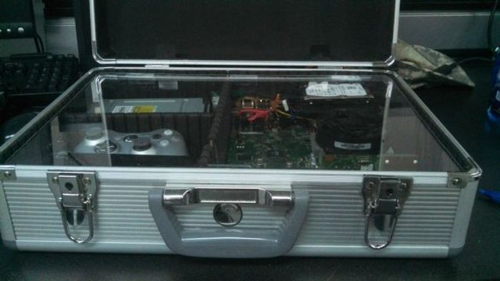 Custom-Made Xbox Briefcase (26 pics)
