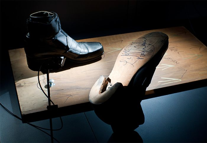 Michael Jackson's Anti-Gravity Shoes (5 pics + video)