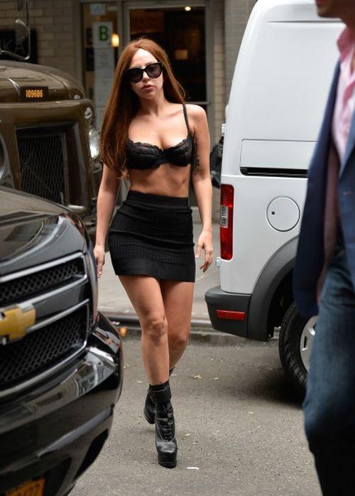 Lady Gaga Walking Around in Underwear (8 pics)