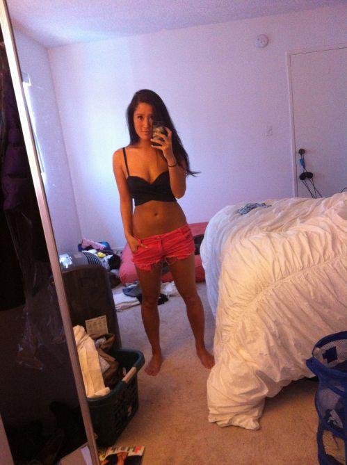 Girls in Shorts (36 pics)