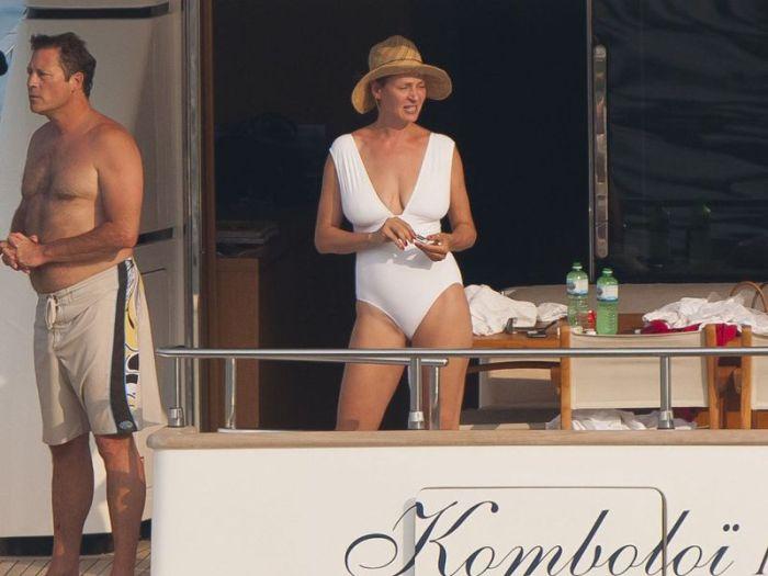 Uma Thurman in Swimsuit (17 pics)