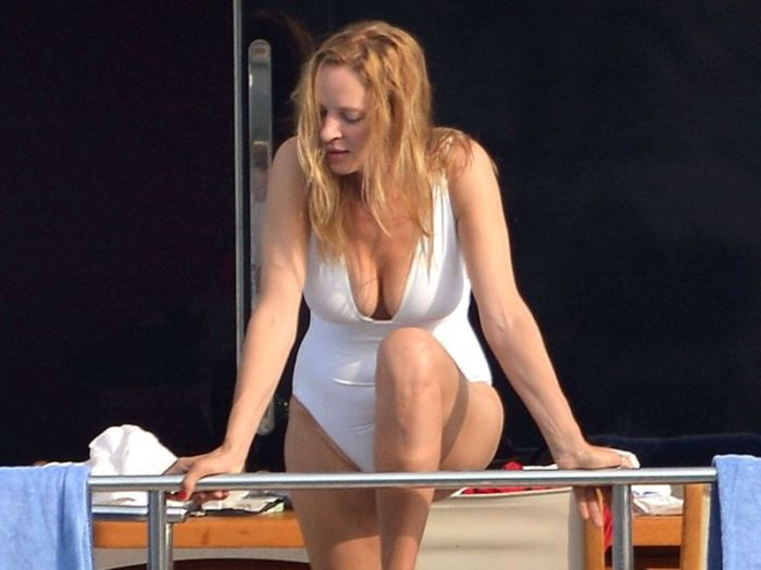 Uma Thurman in Swimsuit (17 pics)
