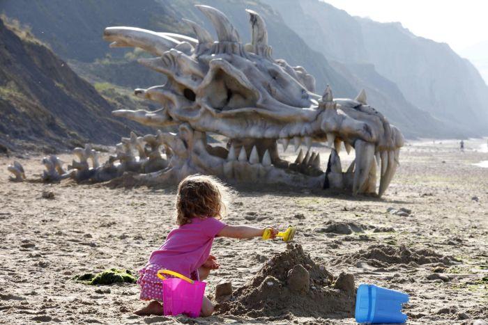 Huge Dragon Head (4 pics)