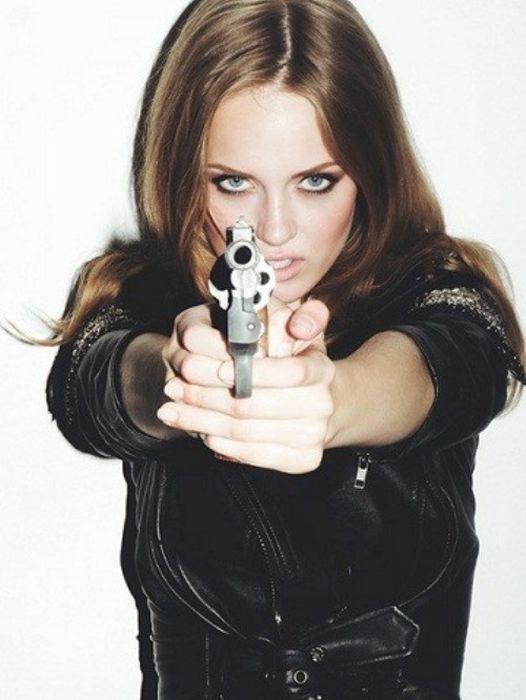 Hot Girls With Guns 48 Pics-7780