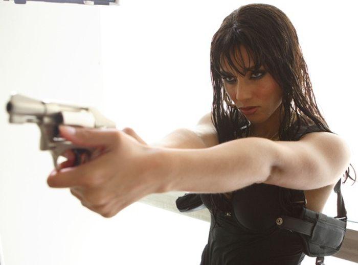 Hot Girls with Guns (48 pics)
