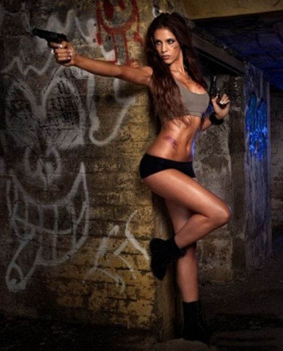 Hot Girls With Guns 48 Pics
