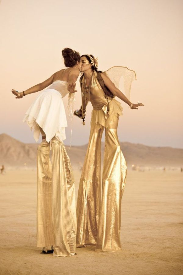 Pretty Girls of Burning Man (25 pics)