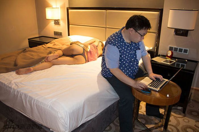 Geeky Gamer and His Girlfriend (22 pics)