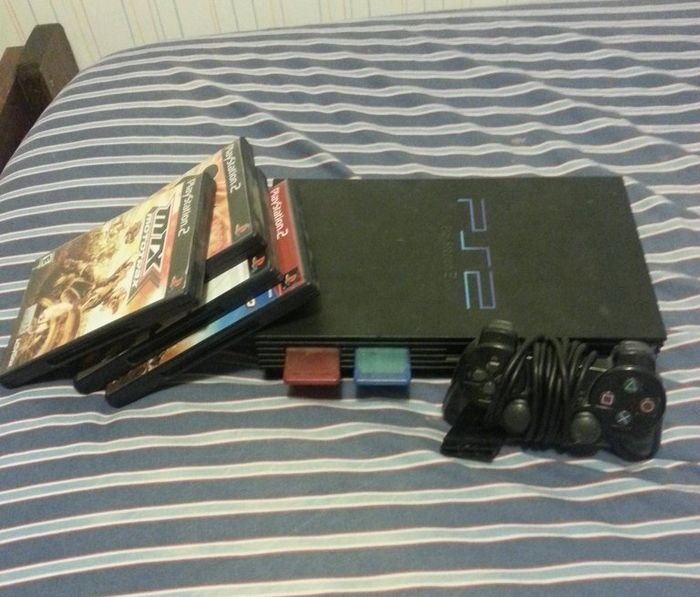 PS2 with a Surprise (6 pics)