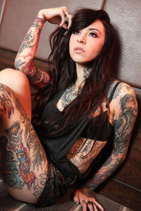Hot Girls with Tattoos (57 pics)