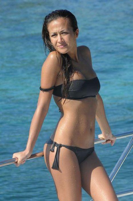 Beautiful Bikini Girls (52 pics)