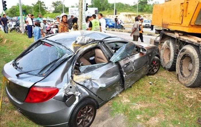 Pregnant Woman Survived a Terrible Crash (28 pics)