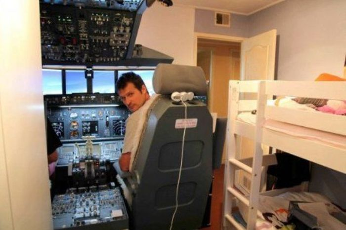 Boeing 737 Cockpit at Home (4 pics)