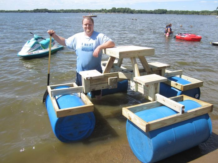 Floating Picnic Table (21 pics)