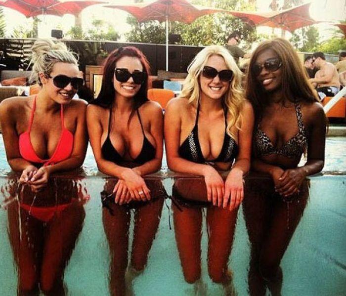 Busty Summer Girls (67 pics)