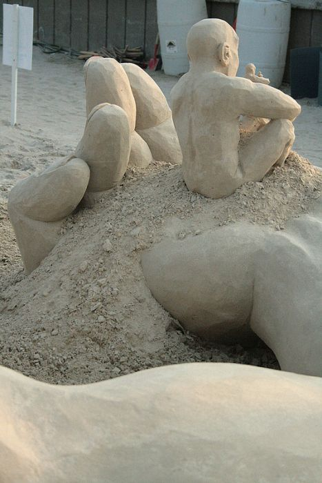 The Infinity Sand Sculpture (6 pics)