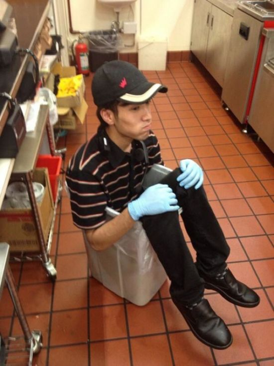 Burger King Employee Was Fired After Posting These Photos (5 pics)