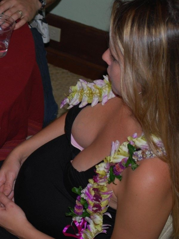 Down Blouse Cleavage Photos (23 pics)