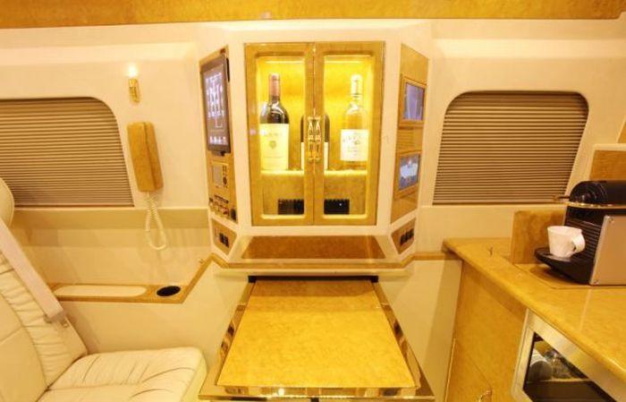 Luxury Van (9 pics)