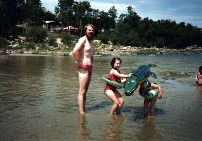 Embarrassing Family Vacation Photos (36 pics)