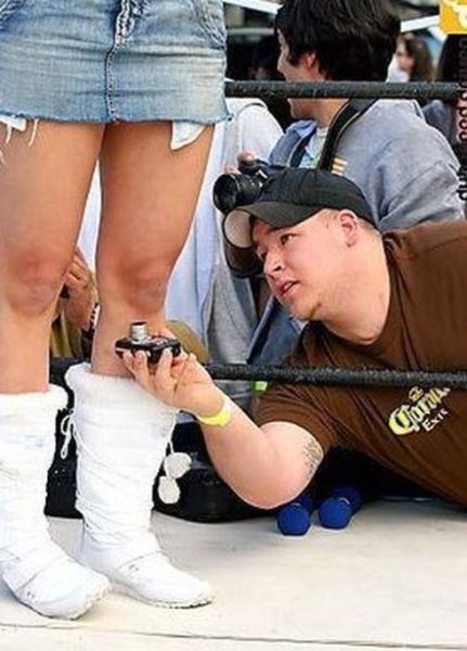 Taking a Photo Like a Real Pervert (15 pics)