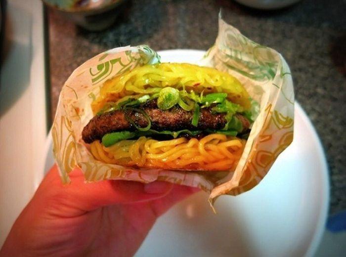 Ramen Burger (8 pics)