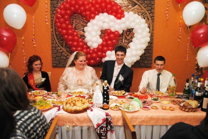 The Worst Wedding Dress Ever (3 pics)
