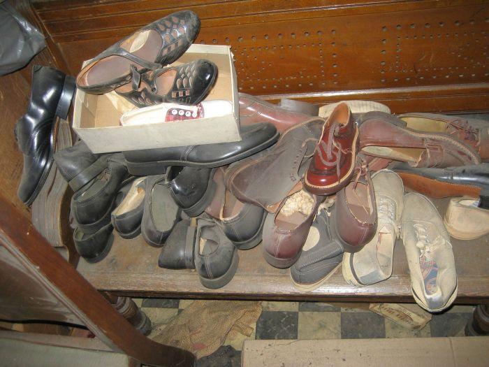 Vintage Family Shoe Store (32 pics)