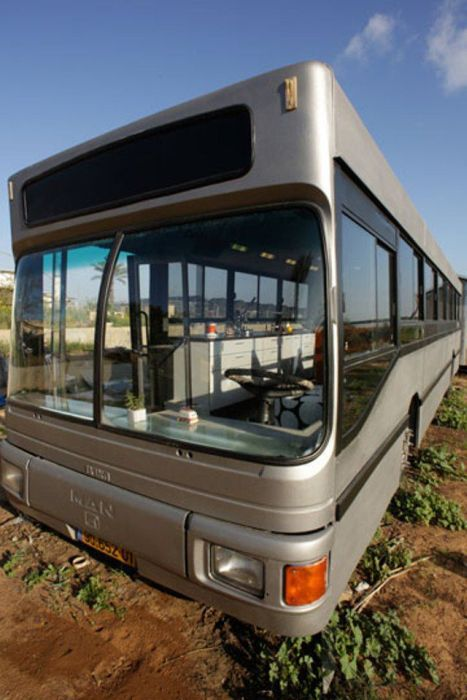 Women Turn an Old Bus into a Nice Home (20 pics)