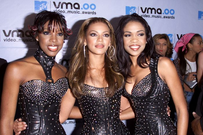 Photos from 2000 VMAs (57 pics)