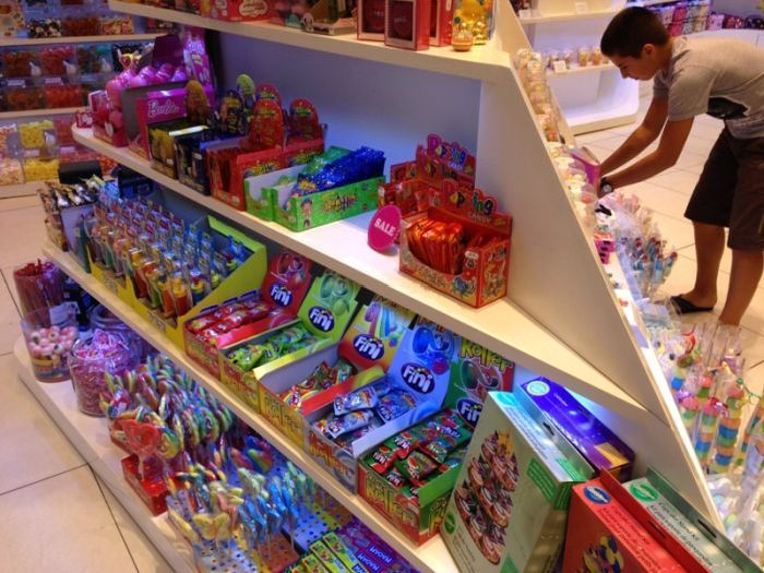 Toy Store in Budapest Sells Adult Toy to Kids (6 pics)