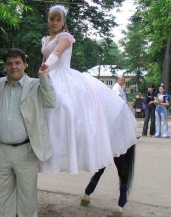 Wedding Photobombs (47 pics)