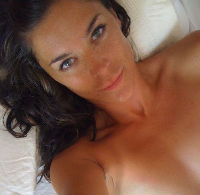 Beauties in the Bed (34 pics)